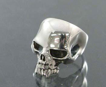 Small evil skull ring