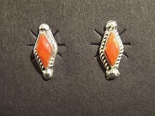 菱形ピアス-赤珊瑚